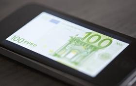 100 Euro Schein auf Smartphone