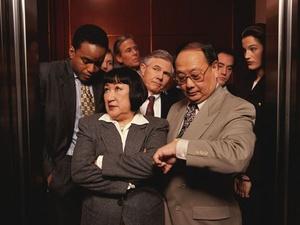 Knigge am Arbeitsplatz: Im Fahrstuhl besser schweigen