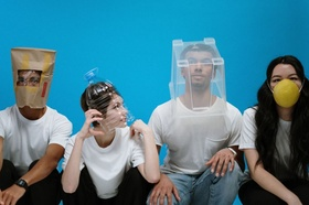 4 Leute_4 Lösungen_Köpfe in Box, Maske, Tüte, PET-Flasche