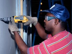 Arbeitsschutz auch für fremdsprachige Subunternehmer verständlich