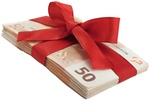 50-Euro Geldstapel mit Schleife