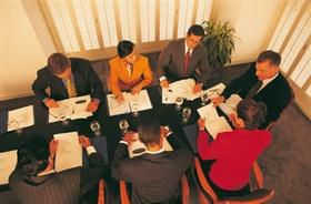 7 Personen bei Sitzung