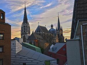 Neue Holiday Inn Express Hotels in Stuttgart und Aachen