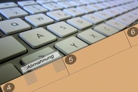 Abmahnung Tastatur Ordner