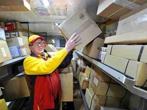 Demografischer Wandel: Schwere Arbeit belastet Ältere mehr
