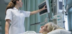 Sozialversicherungspflicht eines Honorararztes im Krankenhaus