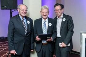 Alfred Biel (links, mit Siegfried Gänßlen und Prof. Jürgen Weber)