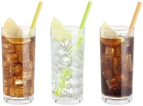 Erfrischungsgetraenke im Glas: Eistee, Wasser, Cola