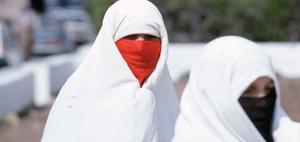 Colours of law: Zum Verbot religiöser Kopfbedeckungen