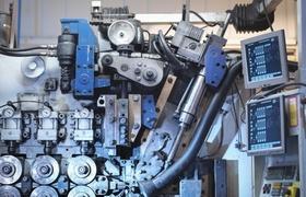 Alt aussehende Maschine mit kleinem Bildschirm