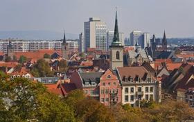 Altbauten Dächer und Hochhäuser