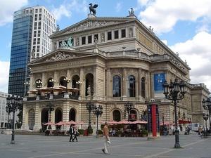 DTZ vermietet im Bürohaus an der Alten Oper