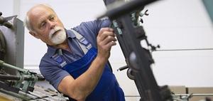 Rentnerbeschäftigung: Was Ältere zum Bleiben motiviert