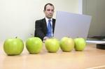 Apfel vor PC