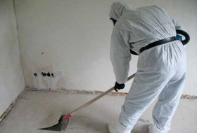 Asbestsanierung Arbeiter