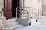 Auffahrt Gebäude barrierefrei