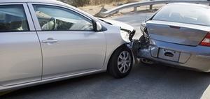 Crash in geöffnete Fahrertür – wer haftet?