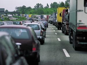 Verbotene Nutzung des Standstreifens auf Autobahnen