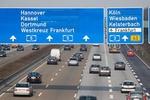 Autobahn A5 mit Richtungschildern Westkreuz Frankfurt Hannover Kassel Dortmund