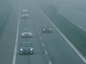 Autofahrer schätzen Geschwindigkeit bei Nebel falsch ein