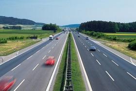 Autobahn rasende Autos