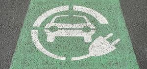 Elektroautos: Steuerförderung an der Steckdose