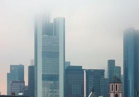 Bankentürme Frankfurt im Nebel