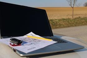Baugenehmigung Bauplan Laptop Feld Bauland