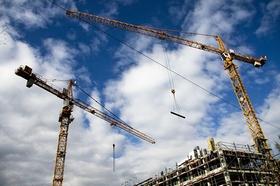 Baustelle Kräne Wohnungsbau