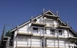 Baustelle von Einfamilienhaus mit Gerüst