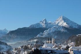 Berchtesgaden Stadtansicht mit Berg