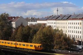 Berlin Wohnhäuser Alex U-Bahn gelb