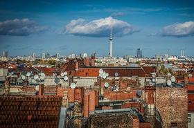Berlin Wolken am Himmel Häuser Dächer Alex