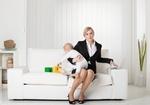 Berufstaetige Frau mit Kleinkind