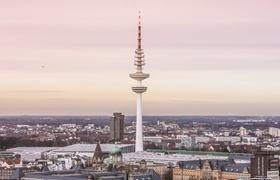 Blick über Hamburg bei abendlicher Stimmung