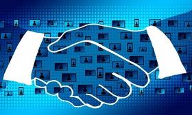 blockchain - User im Hintergrund Hände schütteln im Vordergrund_pixabay