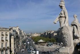 Ein Blick vom Dach des Opernhauses auf Bordeaux.