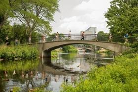 Bridge Couples social distance