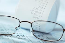 Brille mit Kassenzettel