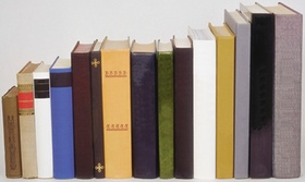 Bücher, verschiedene Größen und Farben