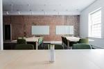 Büro mit Ziegelsteinwand