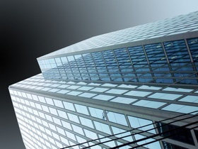 Bürofassade Büroimmobilie Verglasung Wolkenkratzer
