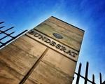 Bundesrat Stele mit Aufschrift vor Zaun