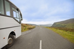 Bus in Landschaft