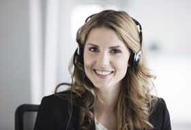 Businessfrau mit Headset