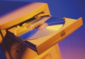 CD-ROM in Laufwerksschublade eines PC