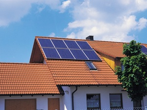 Hinzuverdienst bei Frührentnern: Rentenkürzung durch Solarstrom