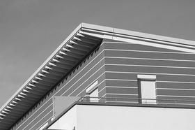 Dachwohnung geschlossene Rollläden Balkon sw