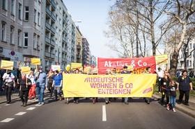 Deutsche Wohnen enteignen Initiative bei der Demo