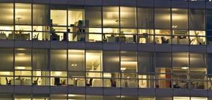 Büronebenkosten stagnieren – am teuersten ist Frankfurt
